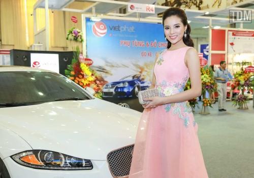 Kỳ Duyên tham dự triển lãm nội thất ô tô